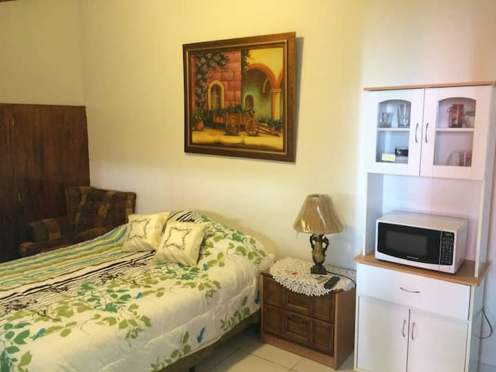 Cozy, Safe  Studio in Santa Elena