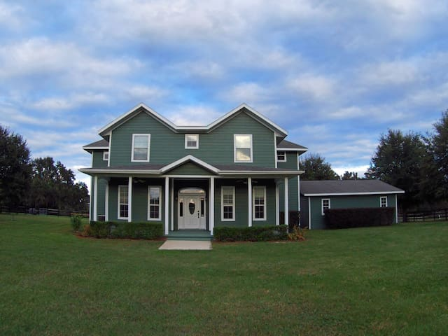 Farmhouse on 5 acres - near UF, VA and Shands