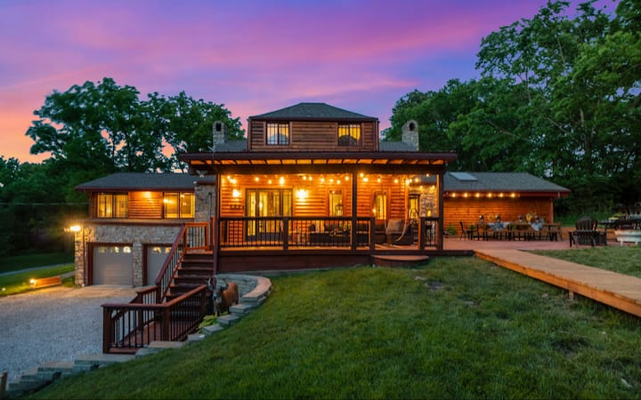 Deer Lodge | 6 Acre Private Retreat | Close to KC