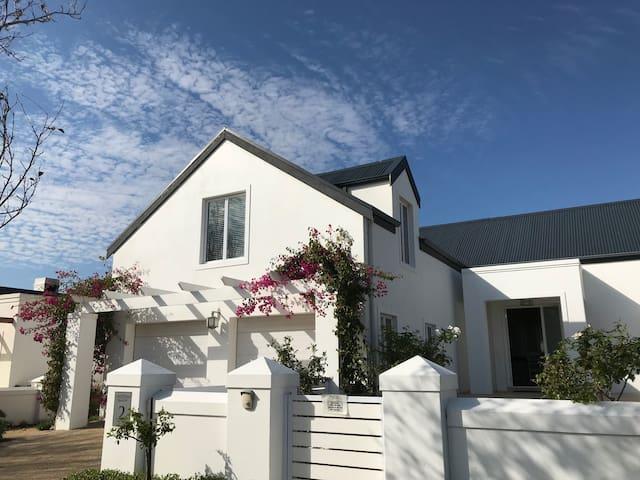 Vineyard Security Estate Studio - Winelands