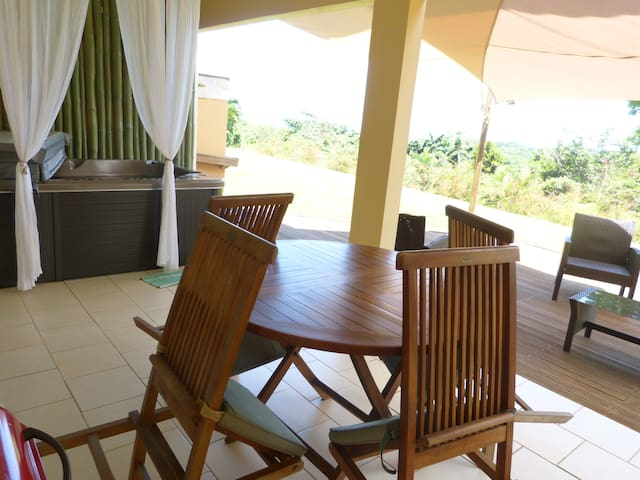 F1 Vue Mer Panoramique, JACUZZI - Goyave - Appartement