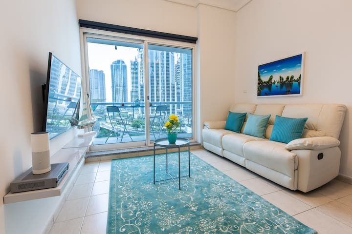 Large Boutique Condo by Metro! Walk to the Beach!