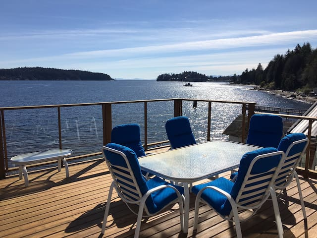 5 Star Gorgeous Waterfront Home   - Sunshine Coast