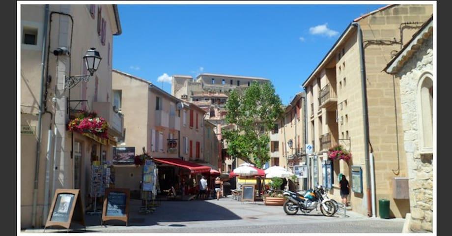 Maison calme dans le centre proche Cures Thermales - Gréoux-les-Bains - Huis