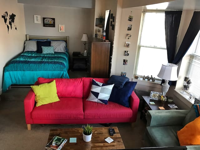 Eclectic Downtown Studio with Parking - Indianapolis - Appartement