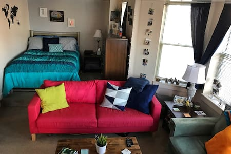 Eclectic Downtown Studio with Parking - Indianapolis