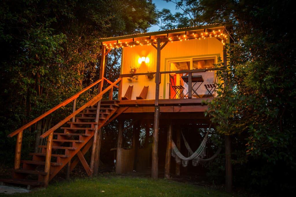 El nido casa del rbol loft casas en el rbol en for Alquiler casa arbol