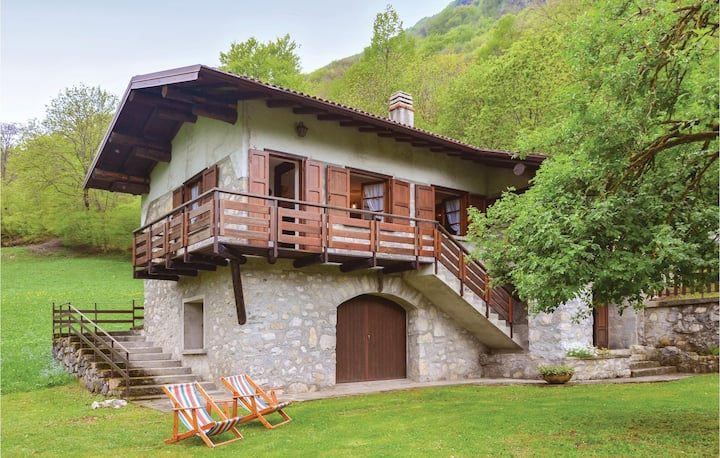 Holiday cottage with 2 bedrooms on 80m² in Esino Lario -LC-