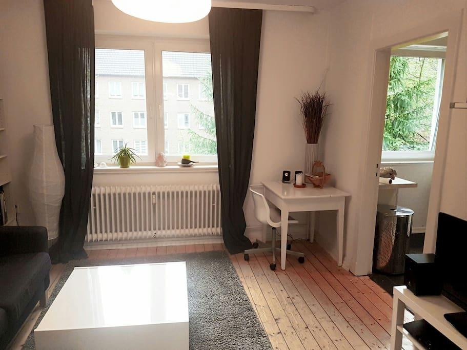 tolle 2 zimmer wohnung mit balkon wohnungen zur miete in hamburg hamburg deutschland. Black Bedroom Furniture Sets. Home Design Ideas