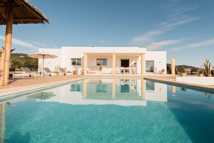 NEU Casa for 6-8 - Infinity-Pool - 15.000 qm2 Plot