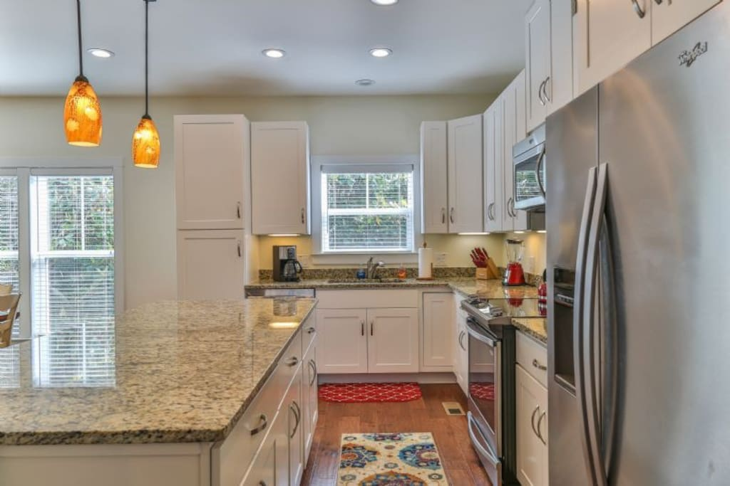 fully equipped kitchen & dining