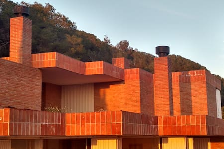 400m2 con piscina. Arquitecto Coderch.  35min BCN - Sant Feliu de Codines - Hus