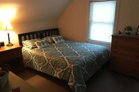 Cozy room in Downtown Montpelier - Montpelier - House