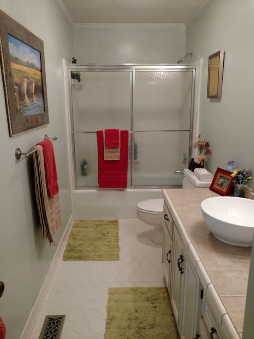 Full private bath in guest wing, sits between Main Guest Bedroom and Extra Guest Bedroom