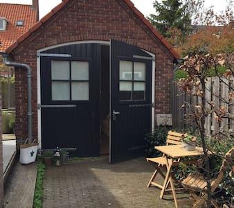 Vrijstaande studio in Overveen - Overveen - Hytte