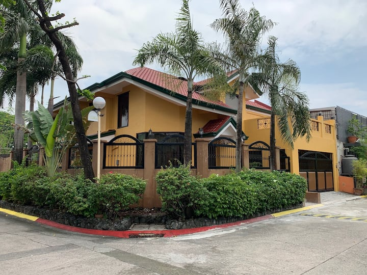 Newly remodeled vacation home in Central Manila!