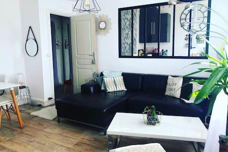 Cozy flat 15 min to central Paris