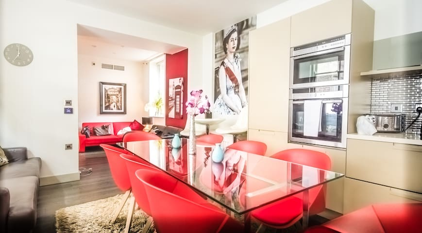 3 Bed 2 Bath Luxurious Flat in Westminster