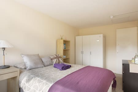 Big Double room 5 mins to MK Center - Bed & Breakfast