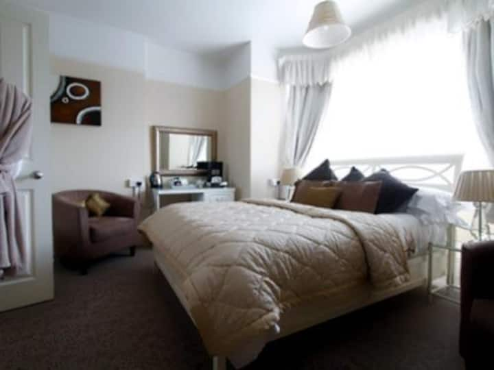 Superior Double or Twin Bedroom with Ensuite