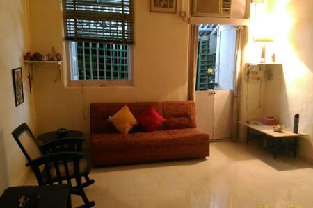 Quaint apartment at Colaba Causeway