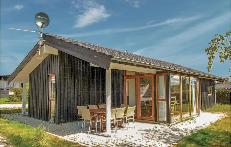 Holiday cottage with 3 bedrooms on 80m² in Rønde