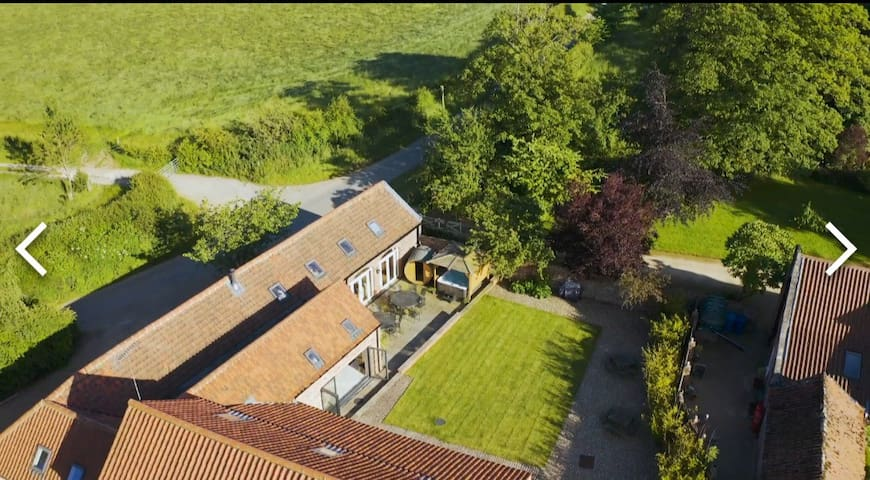 Beautiful party house sleeps 16 Beverley
