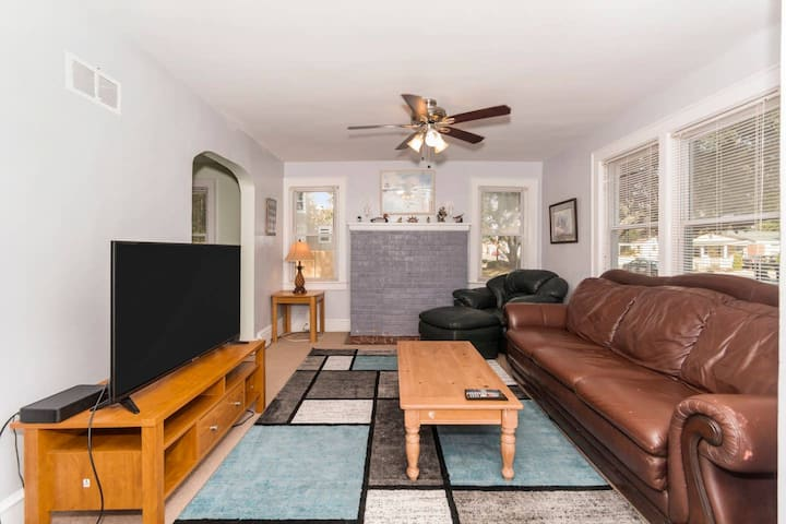 Vintage Apartment Seconds From The Beach!