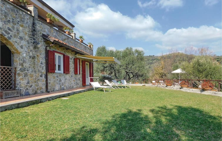 Holiday cottage with 4 bedrooms on 180m² in Scario
