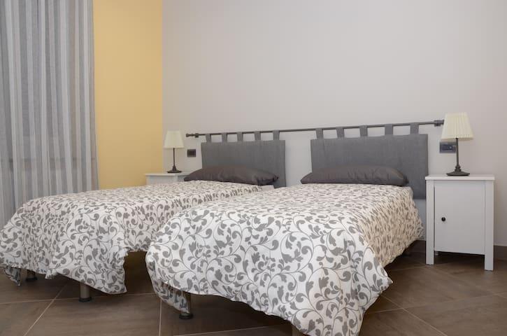 Nuovissimo appartamento con giardino privato! - Mignanego - Квартира