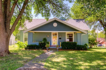 Charming Bungalow in a Perfect Location!
