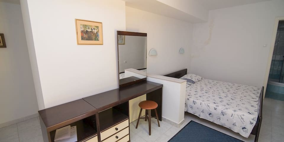 apartment for 2 persons in Mali Lošinj R84565