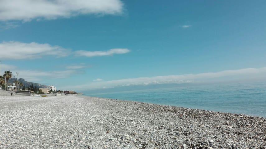 VANEDDA LONGA, a 30 metri dalla spiaggia