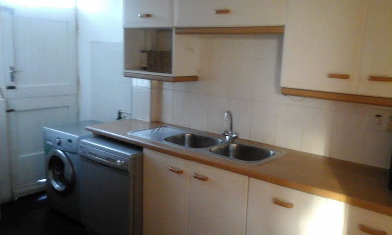 2 bedroom flat in a 4 unit block