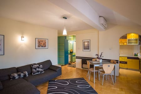 Modern, spacious apartment, in city center - Niš - Wohnung