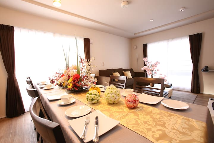 There are 3 rooms is hang out room that include double sofa bed, dinning table with 8 seats, kitchen, luandry room, bathroom and toilet/kitchen equipments