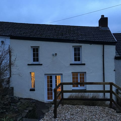 Cottage Hill, Newport, Cardiff, Cwmbran, Ebbw Vale - Abercarn - Cottage