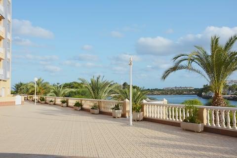 Casa en planta baja y terraza, La Manga Mar Menor.