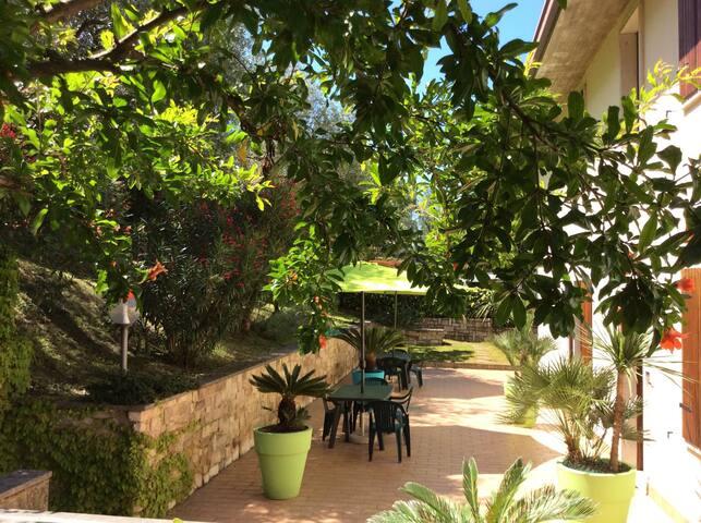 CASA CON GIARDINO VICINO AL LAGO - Brenzone - Apartment