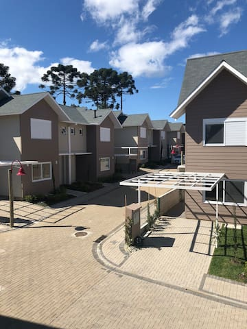 Casa Super Nova - Condomínio Fechado
