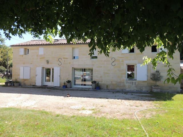 Maison ancienne en pierre de taille - Lalande-de-Pomerol - บ้าน