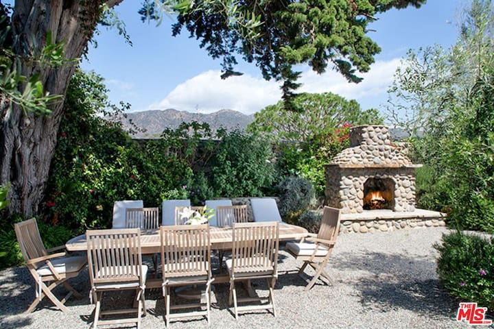 Malibu Colony Cottage