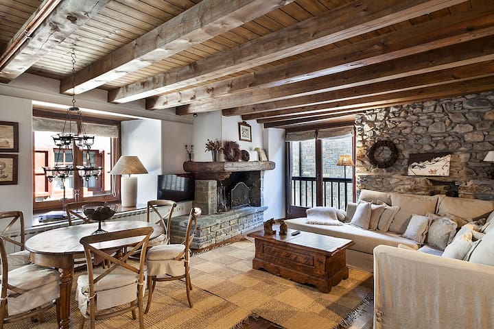 Encanto y estilo en casa Sendrosa, Gessa - Gessa - Dom