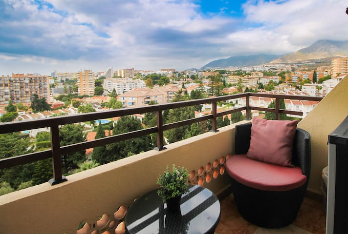 Flat with 2 terraces+ 2 pools +sea VIEWS +WIFI