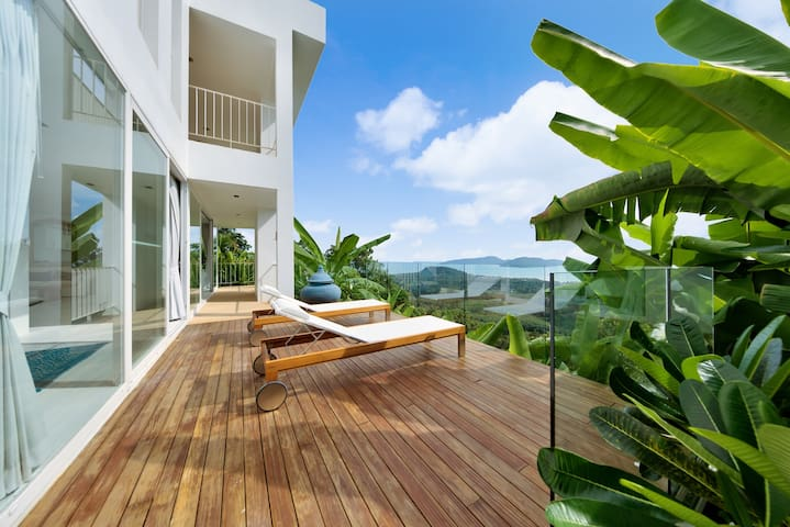 Private sun terrace with full sea view