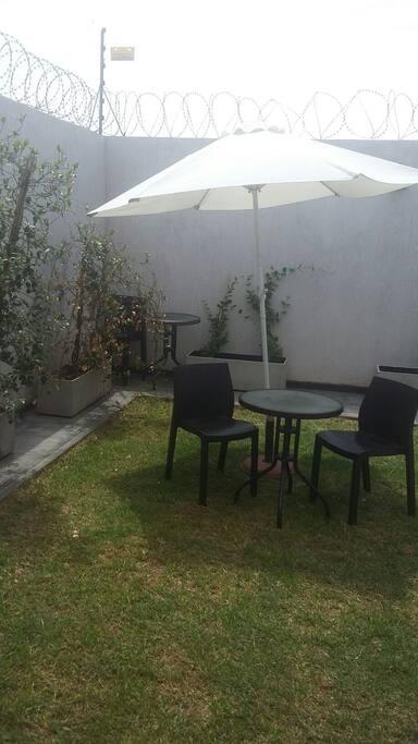 Cómodo  y lindo jardín