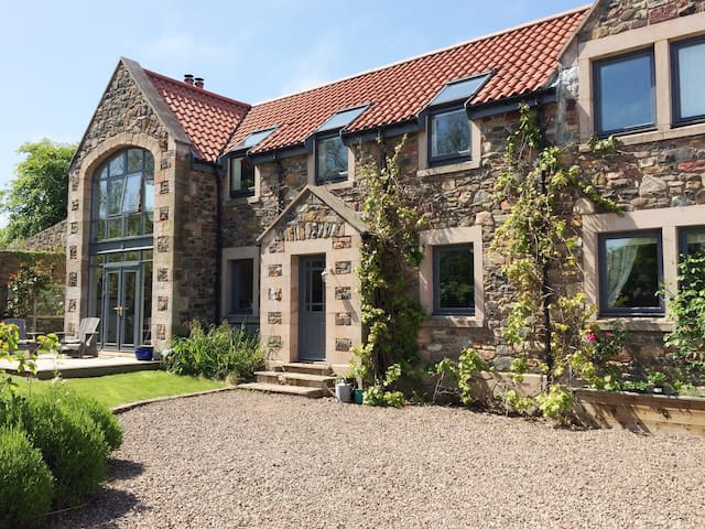Contemporary family home close to stunning beach - Scottish Borders