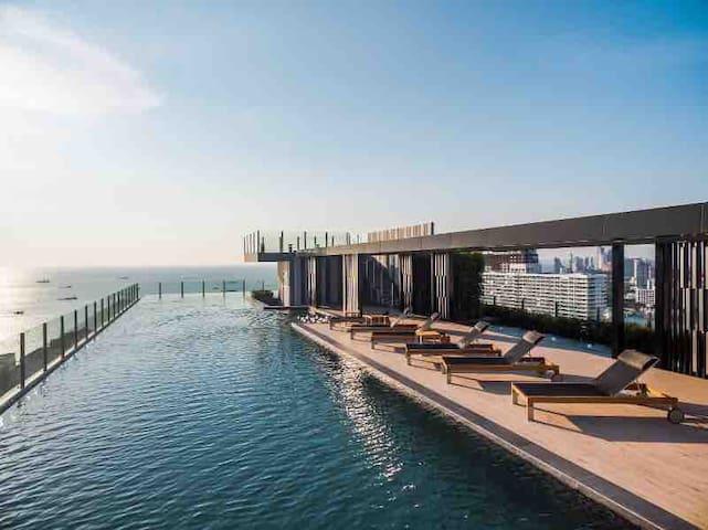 中文房东 The base天空之境 网红打卡公寓 高层健身房 顶楼无边泳池 seaview海景 b2