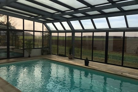 House with indoor heated pool - Dampierre-en-Yvelines - Hus