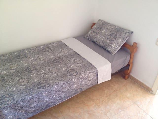 Single bedroom for 1 person. - Malaga - Appartement en résidence